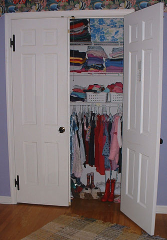Tips to Store and Organize Your Family's Summer Clothes for the Winter