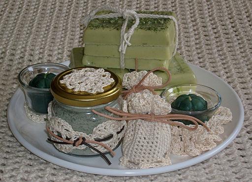 Make a Scentsational Luxury Christmas Bath Soak
