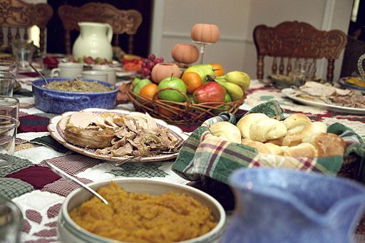 10 Ways to Make Thanksgiving Dinner Delicious and Easy