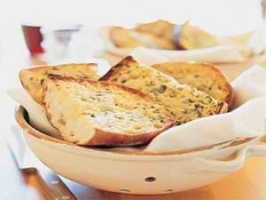Different Ways to Make Scrumptious Garlic Bread