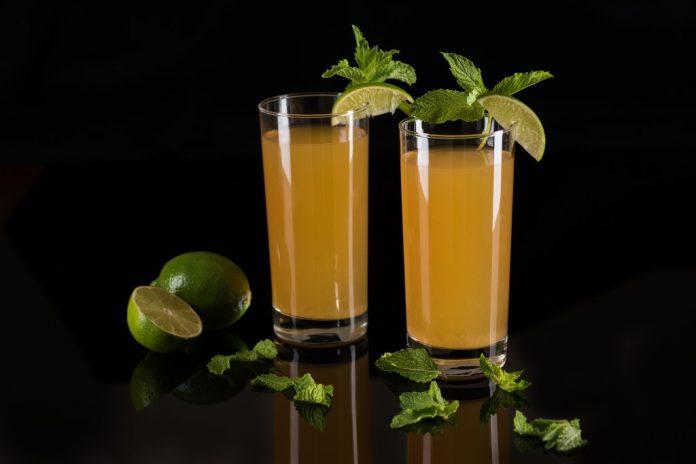 Green Tea Cooler with Fresh Mint
