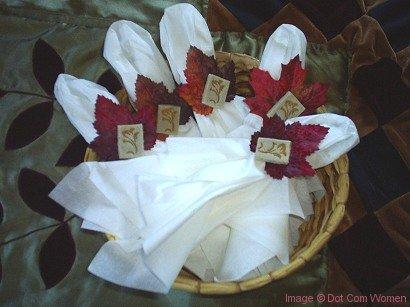 Thanksgiving Craft: DIY Leaf Napkin Rings