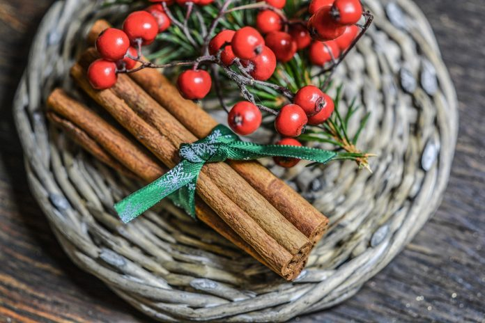 Using Cinnamon for Winter Holiday Decorating
