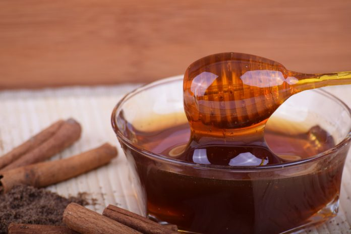 Why You Need to Keep Honey and Cinnamon in Your Kitchen at All Times