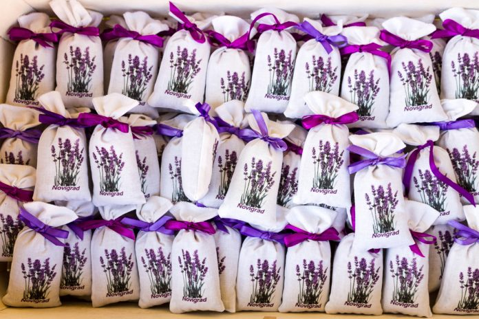 Ideas for Natural and Organic Wedding Favors