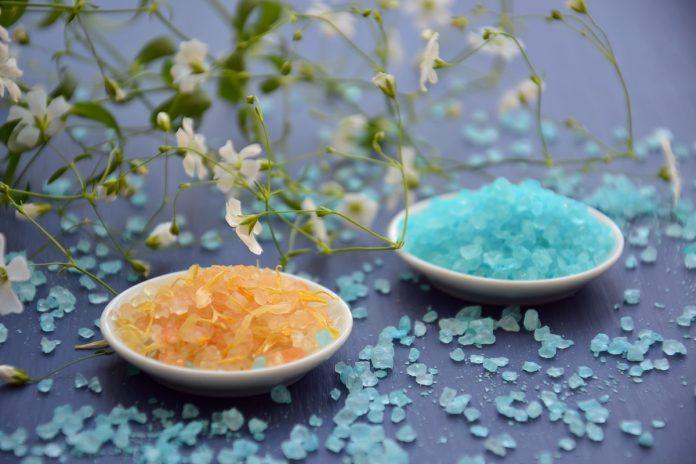 Benefits of a Sea Salt Body Scrub with Essential Oils