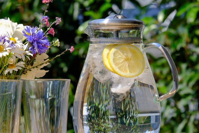 10 Anti Aging Benefits of Water